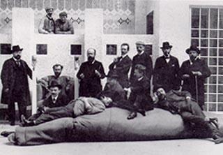 Gruppenbild von Mitgliedern der Wiener Secession anläßlich der XIV. Ausstellung 1902