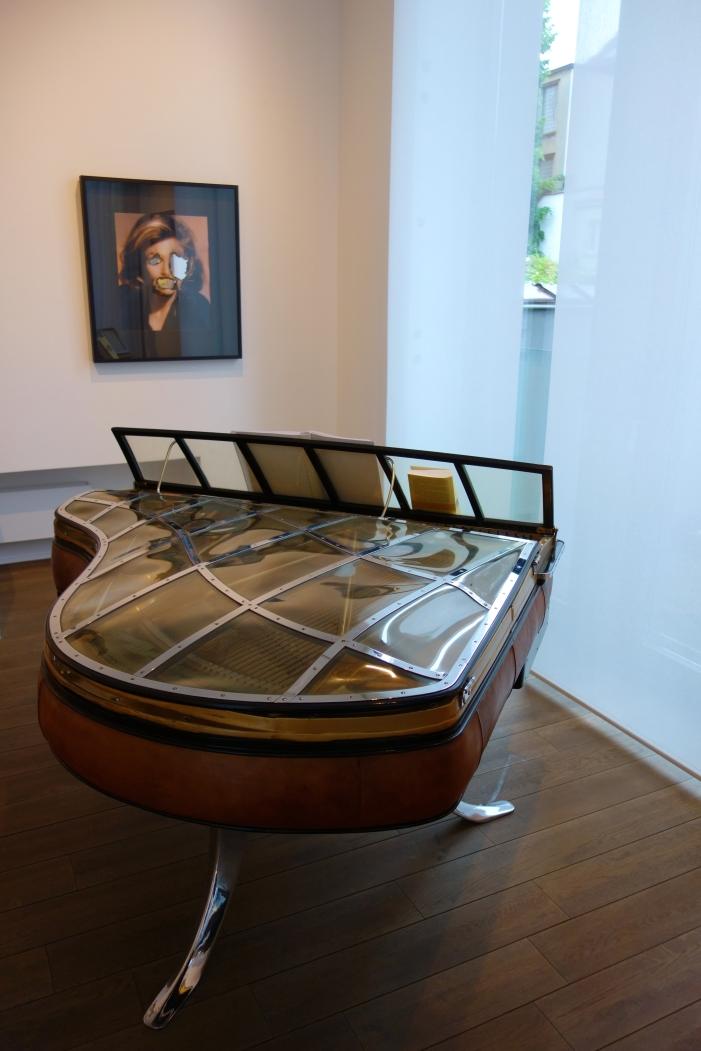 Maison Particulière, rez-de-chaussée, Petit salon. Douglas Gordon (1966, United Kingdom). Self-portrait of you + me (Anne Bancroft) (2006)