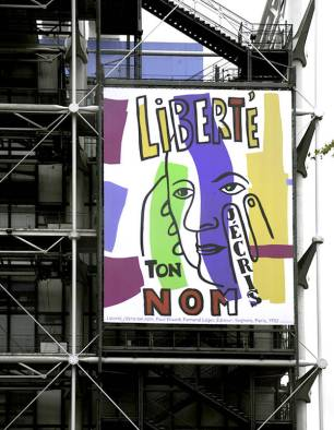 PretaLiker-la-facade-du-Centre-Pompidou-s-orne-de-la-poesie-de-Paul-Eluard