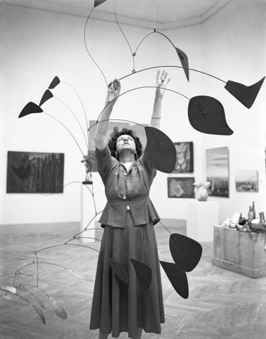 peggy-guggenheim-1948-calder-mobile-arc-of-petals